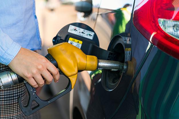 Qual vale mais a pena: Álcool ou Gasolina?